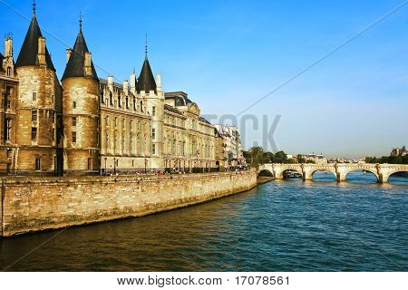 la Conciergerie Paris la seine  riverside france Pont Neu