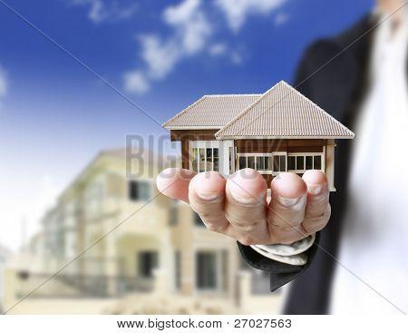 casa em mãos humanas