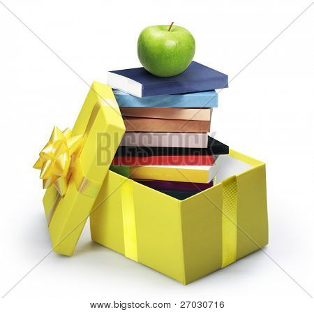 abrir la caja de regalo amarillo