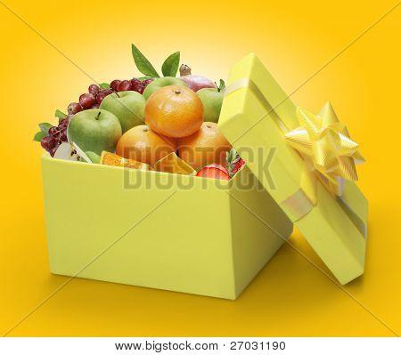 open yellow gift box, packing fruit