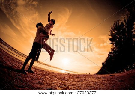 happiness and  romantic Scene of love couples on the Beach