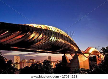 Singapur-Henderson-Welle-Brücke in der Abenddämmerung