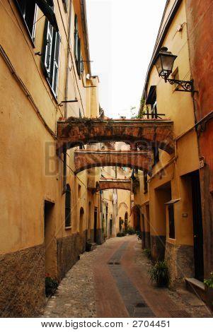 Três arcos em uma rua de Borgo 1