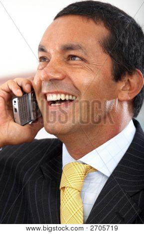Homem de negócios ao telefone