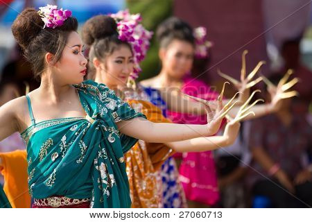 PHAYAO, THAILAND - MARS 05: Unidentified Thai dancer  perform Thai dance  during festival in honor of Phayao founder King Ngam Muang  on March 05, 2011 in Phayao, Thailand.
