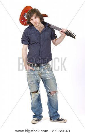 Gitarrist mit seiner Gitarre auf der Schulter