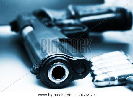 halb automatische Pistole