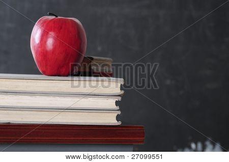 Apple auf Bücher.
