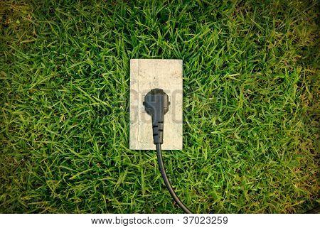 Conceito de energia verde: saída na grama