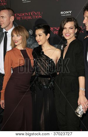 LOS ANGELES - SEP 12: Sienna Guillory, Li Bingbing, Milla Jovovich at the LA premiere of 'Resident Evil: Retribution' at Regal Cinemas L.A. Live on September 12, 2012 in Los Angeles, California
