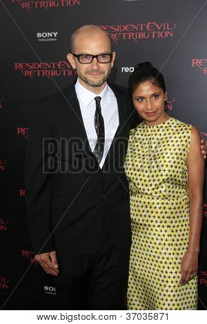 LOS ANGELES - SEP 12:  Jeremy Bolt, wife Anoja Dias arrives at the
