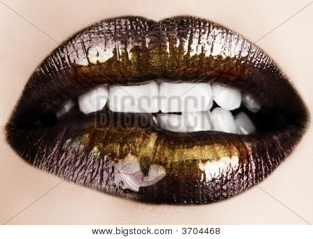 Black Gold Lips Biting