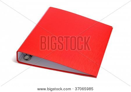 una carpeta de anillo roja sobre un fondo blanco