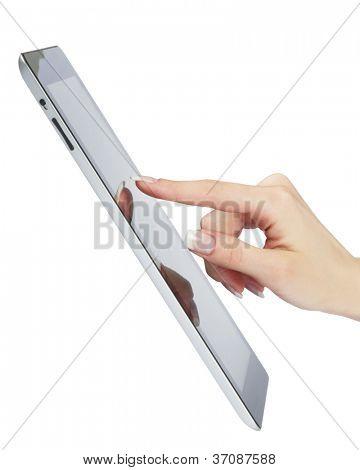 mujer mano punto moderno marco digital electrónico con pantalla en blanco