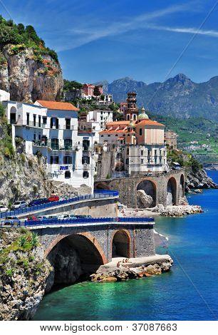 vista hermosa Costa - Amalfi, de la aldea de Atrani