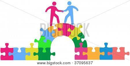 Equipe de duas pessoas até subir a ponte para participar de uma fazer de fusão um negócio ou colaborar