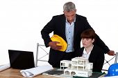 foto of headstrong  - Experienced architect giving a young colleague advice - JPG
