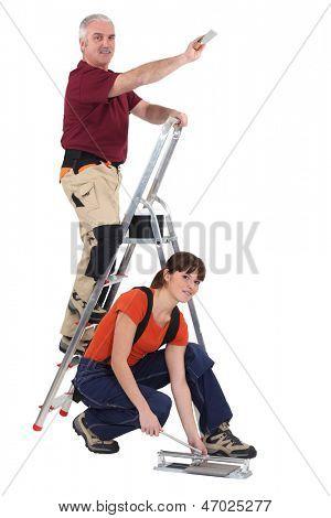 Montadores de telha no trabalho