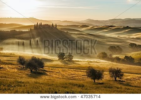 Farmhouse in Val d'Orcia after sunset, Tuscany, ItalyD'orcia After Sunset, Tuscany, Italy