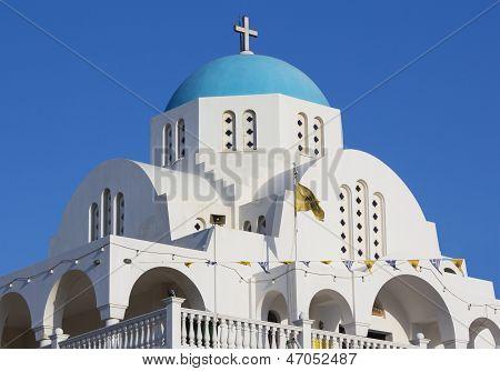Weisses und blaues griechische Kirche