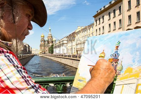 ST.PETERSBURG, RUSSIA - JUN 22: Unknown artist paints the Church of the Savior on Spilled Blood, Jun 22, 2013, St.Petersburg, Russia. Church is one of main sights of St.Petersburg, was built 1883-1907