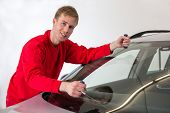 image of wire cutter  - Glazier cutting adhesive of windscreen with a wire to replace windshield - JPG