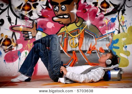 Jovem homem música, Graffiti Wall