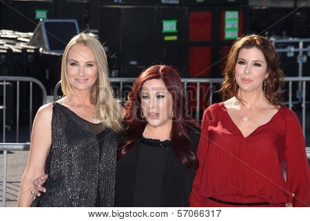 Wendy Wilson, Chynna Phillips, Carnie Wilson at the 2011 VH1 Do Something Awards, Hollywood Palladium, Hollywood, CA 08-14-11