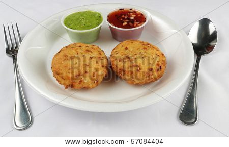 tikki and chutney in plate