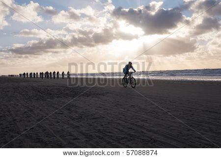 Mountain Bikers Taking Part In The Beach Race Egmond-pier-egmond Ride Along The Sea Shore