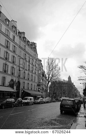 Black and white street view taken in Paris