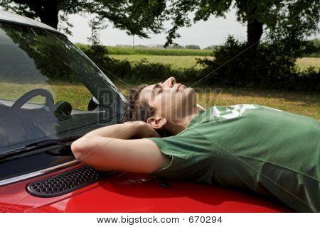 Descansando en un coche
