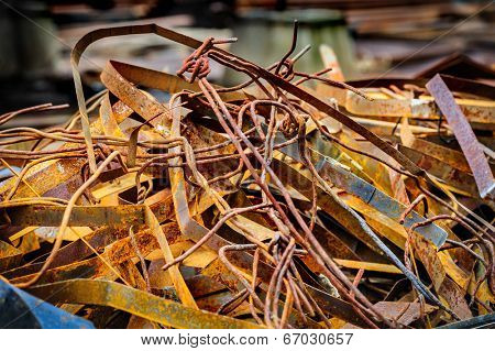 heap of random rusty grungy metal-scrap