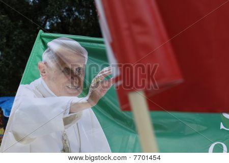 Bandera del Papa Benedicto XVI