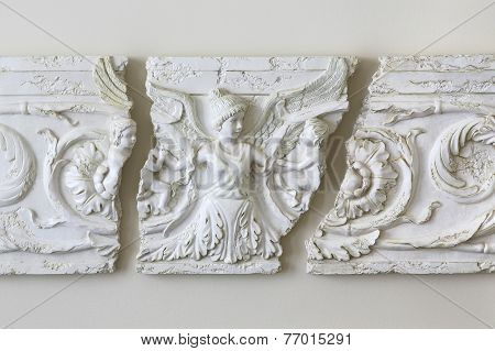 Winged angle triptych