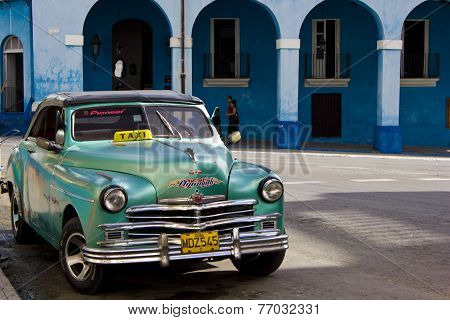 Palacio De Junco And A Typical Cuban Taxi