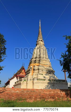 stupa and temple at Wat prod sat