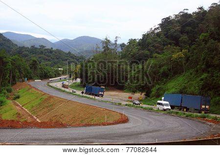winding road between Sao Paolo and Curitiba