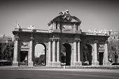 picture of neo  - Puerta de Alcala  - JPG