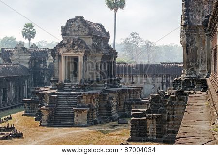 stone building of the khmer empire