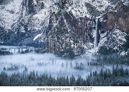 Bridal Veil Falls Fills Yosemite Valley With Mist