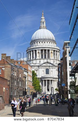 St. Paul's Cathedral In London, Editorial