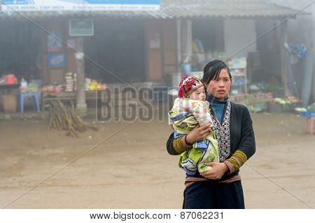 Red Dao woman with child