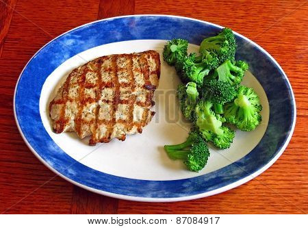 Grilled Chicken and Fresh Broccoli