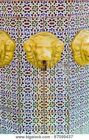 Rusty Gold Lions On Tile Fountain