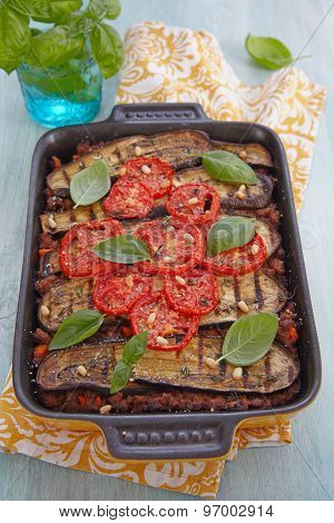 Baked gratin with ground meat and eggplants