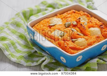 Pumpkin souffle with cheese and seeds