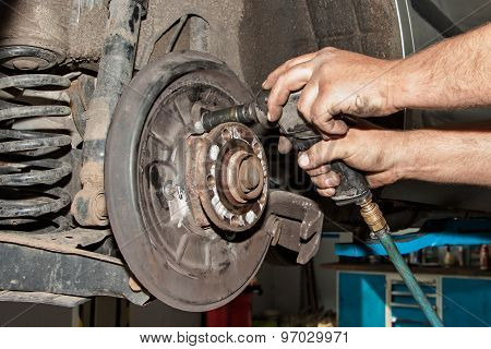 Mechanic fixes brakes