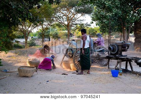 Burmese people in daily life