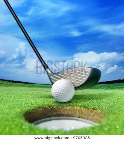 Bola de golfe perto de Bunker